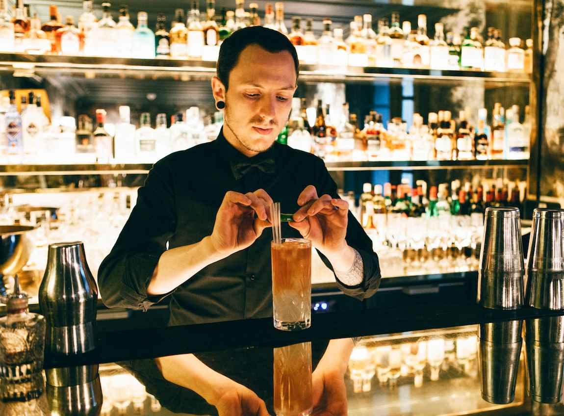 Francesco Giordanetto Barman du bar de l'hôtel particulier